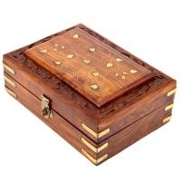 Різьблена дерев'яна шкатулка ручної роботи середня WD.264-2
