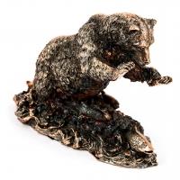 Статуэтка медведя ловящего форель E431