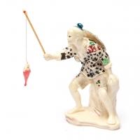Статуетка старець з рибою