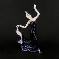 Статуетка танцююча дівчина з порцеляни гжель 0588