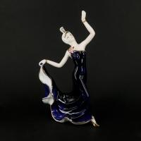 Статуэтка танцующая девушка из фарфора гжель 0588