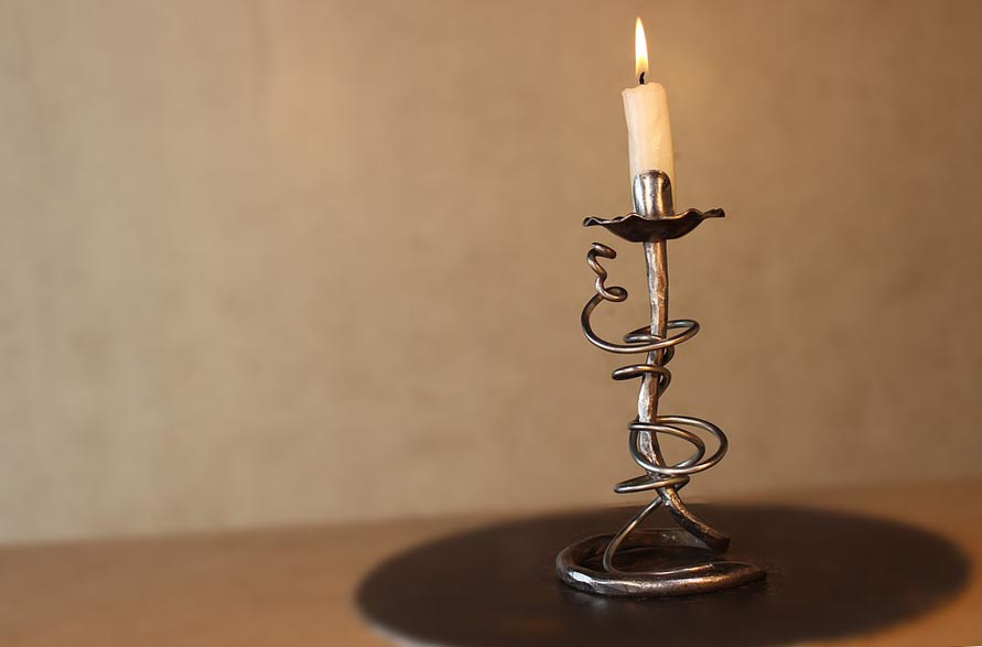 Декоративный подсвечник - чудесный подарок для украшения интерьера любого дома - фото darunok.ua