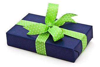 Подарок на 30 летие в красочной упаковке - фото darunok.ua