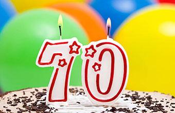 Торт со свечами на юбилей 70 лет - фото darunok.ua