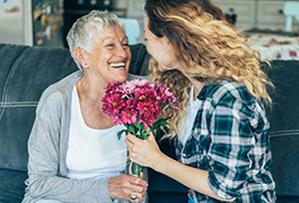 Букет квітів для бабусі на День народження - фото darunok.ua