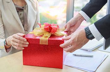 Роскошный подарок деловой женщине - фото darunok.ua