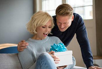 Замечательный подарок жене - фото darunok.ua