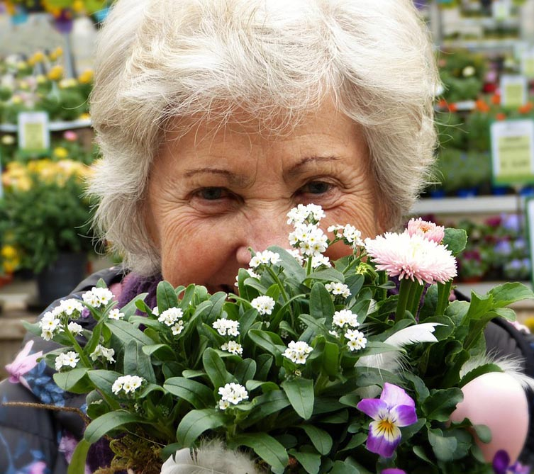 Несравненный подарок жене 90 лет - фото интернет-магазина darunok.ua