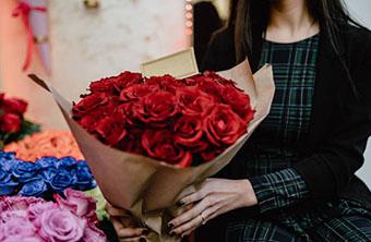 Букет ярких цветов для кумы - фото darunok.ua