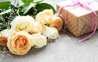 Подарок куме в милой упаковке - фото darunok.ua