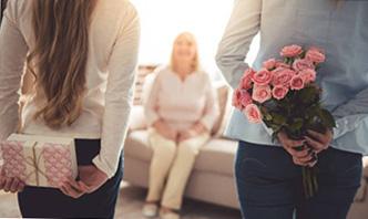 Цветы и поздравление на юбилей мамы - фото интернет-магазина darunok.ua