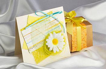 Подарок молодой маме с открыткой - фото darunok.ua