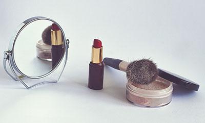 Косметическое зеркало важный сувенир - фото darunok.ua