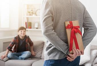 Подарок сыну в форме сюрприза - фото darunok.ua
