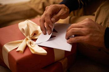 Подарок тестю с искренними пожеланиями - фото darunok.ua