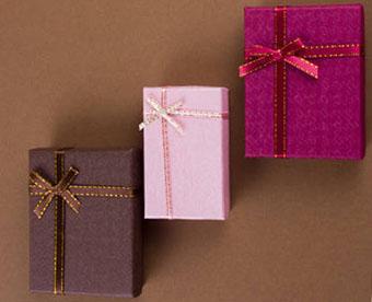 Как оформить подарки на 1 год свадьбы - фото darunok.ua