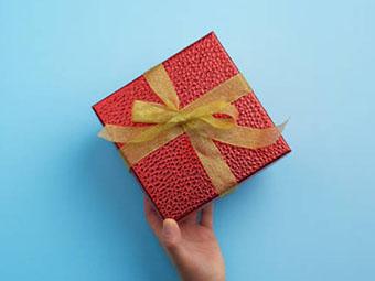 Подарок на 20 лет свадьбы: упаковка с необычной текстурой - фото darunok.ua