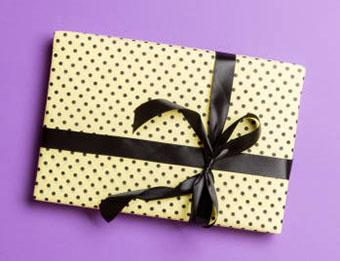 Подарунок Скорпіону в упаковці з принтом - фото інтернет магазину darunok.ua