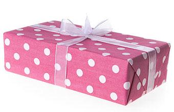 Подарок хозяйке с милой упаковкой в горошек - фото darunok.ua