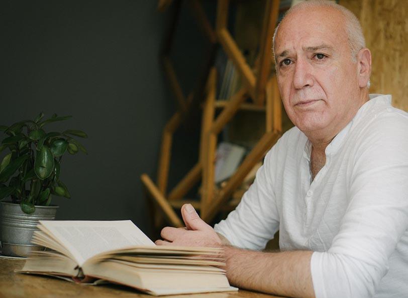 Вчитель літератури - фото інтернет-магазину darunok.ua