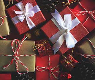 Подарунки на Новий рік в різноманітної упаковці - фото Дарунок