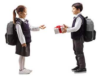 Подарунки для школярів на все випадки - фото darunok.ua