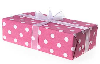 Упаковка с милой упаковкой в горошек - фото Дарунок