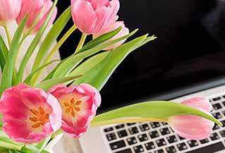 Корпоративное поздравление с 8 марта - цветы сотрудницам - фото darunok.ua