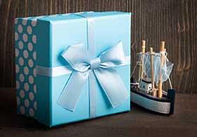 Подарок в стильной упаковке - фото darunok.ua
