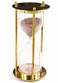 Песок в часах с розовым оттенком - фото darunok.ua