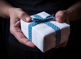 Практичний і стильний подарунок чоловікам - фото Дарунок