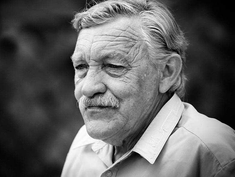 Невероятный сувенир мужчине на 90 лет - фото darunok.ua