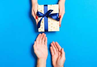 Подарунок від нареченої - фото Дарунок