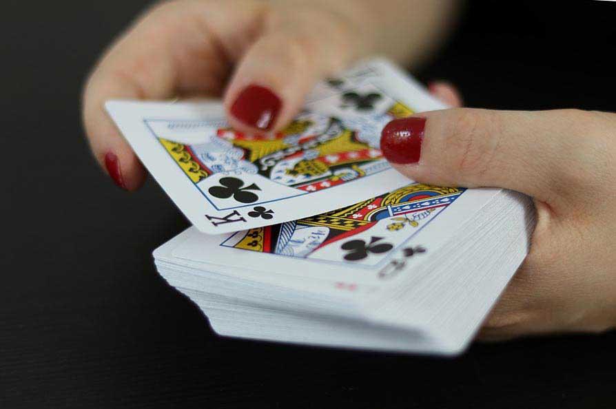 Игральные карты - великолепный подарок любому человеку - фото интернет-магазина darunok.ua