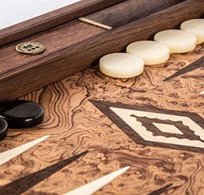 Фішки на ігровій поверхні настільної гри - фото интернет магазина darunok.ua