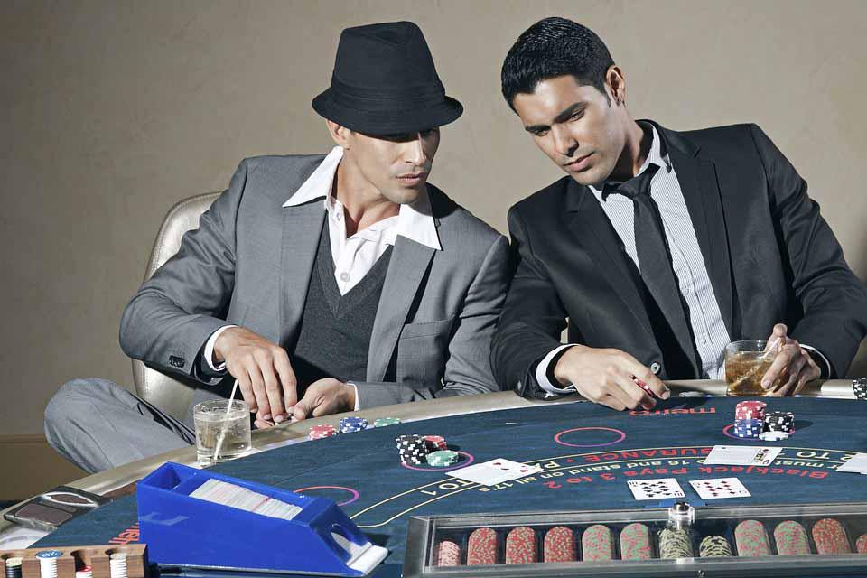 Профессиональные игроки в покер - фото интернет-магазина darunok.ua