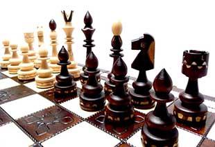 Шахматные фигуры из дерева - фото Дарунок