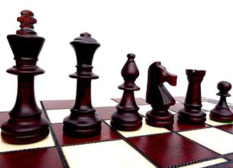 Классические фигуры на шахматной доске - фото интернет магазина darunok.ua