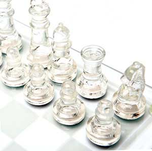 Шахматные фигуры из стекла - фото Дарунок