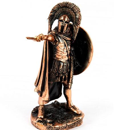 Статуэтка воина - хороший подарок Деве - фото Дарунок