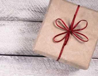 Вариант оформления подарка на день строителя - фото darunok.ua