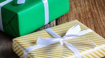 Варіанти упаковки подарунка на День студента - фото Дарунок