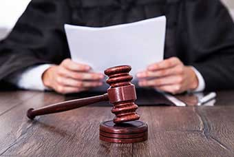 Судья в зале судебного заседания - фото darunok.ua