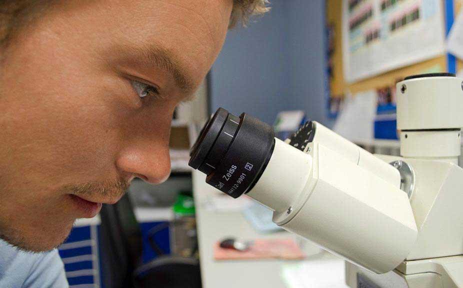 Биолог - фото darunok.ua