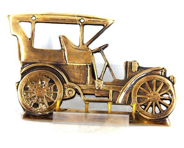 Оригінальна вішалка - автомобіль в передпокій - незрівнянний сувенір анестезіологу - фото Дарунок