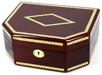 Лакова скринька для прикрас з інкрустацією - фото darunok.ua