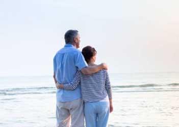 Супруги в годовщину 20 лет совместной жизни - фото darunok.ua