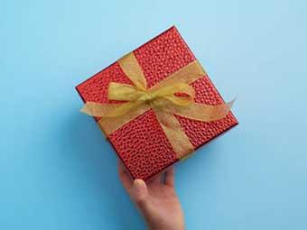 Подарок на 20 лет свадьбы: упаковка с необычной текстурой - фото Дарунок
