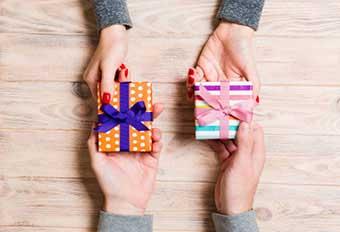 Взаємні подарунки - фото Дарунок