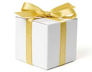 Упаковка с золотой лентой - фото darunok.ua